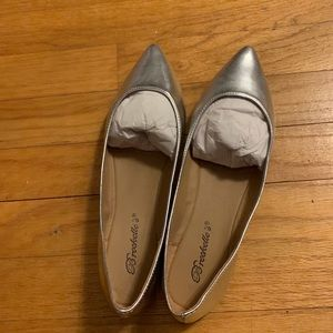 Silver pointy flats- never worn